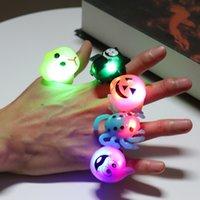 Calabaza luminoso dedo anular del palo de Halloween Fantasma divertido anillos de plástico cráneo del partido de Halloween Juguetes Puntales luminoso dedo anular TQQ BH2401