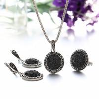 수지 목걸이 귀걸이 반지는 여성 레트로 보헤미안 라운드 자갈 빈티지 신부 웨딩 블랙 천연 돌 보석 액세서리 3PCS를 설정합니다
