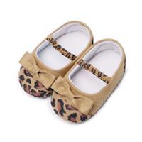 3colors Zapatos de los bebés del Bowknot del leopardo del niño recién nacido del niño suavemente único el primer caminante Prewalkers cuna zapatos para 0-18M