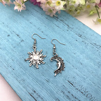 Çinko Alaşım Antik Gümüş Ay Güneş Dangle Bırak Küpe Pagan Mücevherat Küpe Moda Kadınlar Takı sevgililer Günü Mevcut