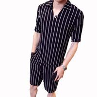 Erkek Yaz Moda Gömlek Set Benzersiz Tasarım Iki Parçalı Desen Şerit Erkek Set Beyaz Siyah Şerit Kazak Gömlek Şort