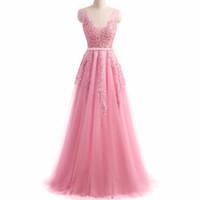 الوصيفة الفاتنة تلبس رقبة بلا أكمام فستان الوصيفة الوردي الوردي المخجل