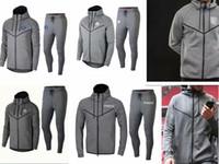 211f82ec12408 La mejor venta más reciente 18 19 chaquetas PSG Sudaderas con capucha gris  2019 París Sudaderas