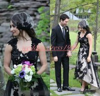 Elegante Alto Bajo Jardín Vestidos de novia Vestido de novia 2019 País gótico Negro Blanco Apliques Talla grande Vestido de novia Vestido de novia Bola