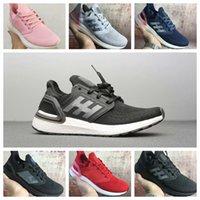UB6 Scarpe da corsa leggera Uomini Donne Moda Pantofole di alta qualità Nero Bianco Multi Grigio Blu Red Sneaker Runner Scarpe casual da uomo