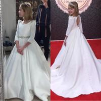 Beyaz Yay Ile 2020 Çiçek Kız Elbise Boncuklu Kristal Lace Up Aplike Balo İlk Communion Elbise Kızlar için Özelleştirilmiş Vestidos Longo