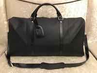 2019 54CM grandes mulheres de capacidade sacos 2019 venda homens de qualidade ombro mochilas carregam viajar na bagagem keepall rebites de fundo com cabeça de bloqueio
