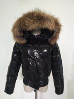 Fashion-Hot Verkauf Frauen Winter Ente Daunenmantel 100% Echt Waschbärpelz Daunenjacke Schlank Dick Daunenparkas Rot / Schwarz Farben