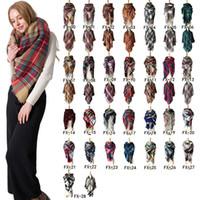 فصل الشتاء وشاح مثلث ترتان الكشمير وشاح المرأة منقوش غطاء مصمم وشاح جديد الأساسية شالات النساء طرحة الأغطية 140 * 140CM ZZA875