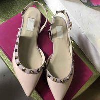 Ladies'Sandals européen classique de style Luxe, Rivets or, chaussons robe, chaussures de mode, à fond plat et lumineux Fabrication en cuir