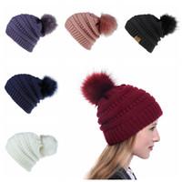 Hiver chaud de crochet Bonnet Cap copie fourrure de renard Pom Knit crâne Chapeau de tricot de couleur solide pur Mode féminine