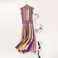 heiße Verkaufssommerart und weisefrauen kleidet Strickwarenregenbogen gestreiftes Strickjackekleid des runden Ansatzes ärmelloses mittleres Kalb gefaltetes beiläufiges Kleid