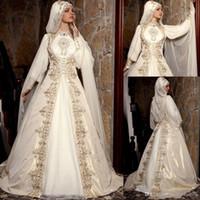 2020 Modeste arabe musulman mariage robes à manches longues col montant or perles de broderie de luxe de mariée robe de bal avec Cape