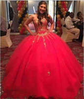 2020 douce 16 robes sans manches rouge boule Robes chérie superbe robe Quinceanera d'or Girl Party Formal Appliques Prom Robes de soirée