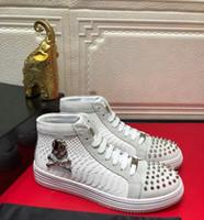 Cuir véritable Mens Spike chaussures haut de gamme de matériel de tôlerie crâne luxe Rivets Bottines baskets Hombre 38-44