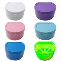 Boîtier de bain de prothèse de dentiture Boîte de rangement de fausses dents avec support de conteneur net pour le nettoyage de la conteneur de voyage