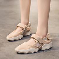 الأحذية عارضة الكورية الإناث 2019 الصيف الجديدة البرية أسفل الصنادل تنفس سميكة شبكة الأحذية النسائية