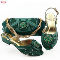 Neue kommende afrikanische Schuhe und Beutel stellten niedrige Fersen-nigerianische Entwurfs-Schuhe mit zusammenpassendem Beutel-Hefterzufuhr für Partei LY1-20 ein