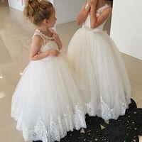 Nieuwste bloem meisje jurken een lijn pure ronde hals mouwloze kant applicaties vloer lengte meisjes bruiloft feestjurk kleine bruid
