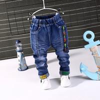2020 NEUEN Frühlings-Herbst Art und Weise Jungen-Jeans-Baby beiläufige Farbe Schnalle Hosen-Kind-Elastizität Jean Boy Hose Herbst-Kind-Denim 1-5Y
