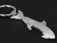 100pcs Shark Bouteille de forme ouvreur Keychain Porte-Clés Portable Creative Ouvre-boîte en gros Porte-clés en métal Anneaux cadeau