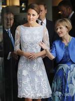 Weiß volle Spitze Mutter der Braut-Kleid-elegante bloße Ausschnitt Hochzeitsgast Kleider mit Ärmeln 2020 Knielänge Mutter Kleid