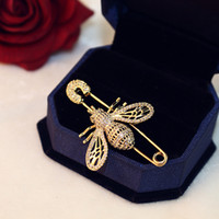 2020 tendencia exquisita 18k chapado en oro broche de abeja temperamento de lujo zircon broche moda casual pin bufanda bufanda regalo joyería