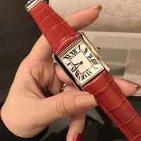 Üst Sıcak Satış Yeni Moda Kadınlar Elbise Saatler Casual Dikört Deri Kayış Relogio Feminino Lady Kuvars Saatler Orologio di lusso