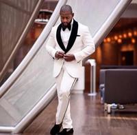 New Custom Made cores marfim e preto entalhado lapela agradável Men casamento formal Ternos Noivo smoking clássico Fit noivo roupa Set 709