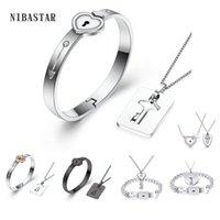 Un couple de bijoux d'amoureux ensembles de bijoux en acier inoxydable bracelets de serrure cardiaque