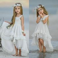 2020 Ucuz Bohemian Yüksek Düşük Çiçek Kız Elbise İçin Sahil Düğün Yarışması Önlük A Hattı Boho Dantel Aplike Çocuklar ilk komünyon Elbise