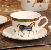 Taza de café de porcelana de diseño de caballo con plato de hueso Juego de café de China Vasos Contorno de oro Tazas de té