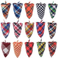 Chien Triangle Bandanas réglable écharpe de cou de chien de chat cravate Bowtie Cravate Bandana Collier Accessoires pour chiens Foulard Plaid écharpe beaucoup de couleur