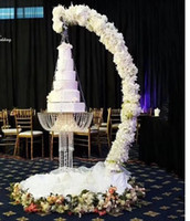 Romantique drapé arc métal luxe Suspend balançoire stand gâteau Lustre pour forme de gâteau pièce de décoration lustre événement mariage décoration de fête