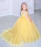 2019 Nergis V Yaka Sarı Çiçek Kız Elbise Ile 3d Çiçekler Aplikler Özel Tül Çocuk Vestidos De Kızlar Pageant Parti kıyafeti