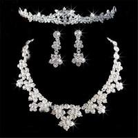Romantico cristallo tre pezzi set di gioielli fiori fiori di gioielli da sposa set sposa collana orecchino corona corona tiaras accessori per feste di nozze