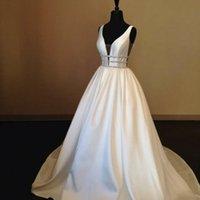 Cristalli UK Satin Bianco Avorio senza maniche di cristallo A Line abito da sposa V-Neck perline Ultime abiti di nozze Abiti da sposa