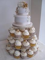 4層美しいラウンドブラケットアクリルの結婚式のカップケーキスタンドの結婚式の装飾