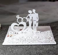 Invitaciones de boda del corte del láser personalizadas con los amantes Anillos de los corazones Tarjetas de invitación de boda tridimensionales de la boda con sobres BW-LTK3