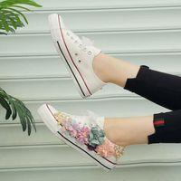 Scarpe da sposa rustica Le donne fatte a mano 3d fiori perle sneakers da sneakers campagna scarpe da sposa da sposa canvas Plimsoll damigella d'onore scarpe da sneaker taglia 35-39