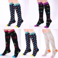 Nova forma das mulheres sobre o joelho Meias lisas e Stripe Coxa altos Adultos elásticos OTK Socks