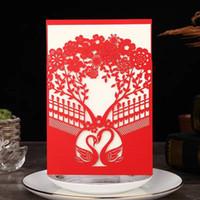 Lazer Kesim Düğün Davetiyeleri Cep Kırmızı Davetiye Kuğular Kuğular Çiçekler Düğün Davetiyeleri ile Zarflar BW-I0054
