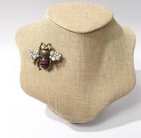 2019 nouveaux accessoires de mode d'exportation chaude européens et américains cuivre plaqué or rétro vieil abeille couleur diamant perle broche