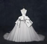 2020 화려한 V 넥 새틴 웨딩 드레스 독특한 프릴 Ruched 우아한 신부 가운 Backless Ball 가운 웨딩 드레스 코트 열차