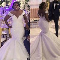 2020 africaine moderne Taille Plus sirène robes de mariée Encolure dentelle perlée Bouton Sheer Appliques Plus Size Traîne Robes de mariée
