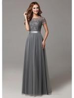 2020 새로운 회색 긴 겸손한 신부 들러리 드레스와 캡 슬리브 레이스 얇은 명주 그물 반팔 쉬어 목선 정장 웨딩 파티 드레스 실제