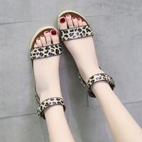 Горячие продажи-COOTELILI мода летняя обувь женщина квартиры женский повседневная открытым носком Сандлен пряжка Леопард