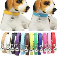 El más reciente Ajuste Pequeño perro de la PU para mascotas collar de cuero de perrito del gato hebilla cuello con Bell