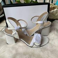 Classic Sandali con tacco tacco grosso in pelle di lusso Designer scarpe da donna in pelle scamosciata con fibbia in metallo per le feste Lavoro Sexy sandali Size35-42