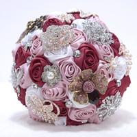Couleurs multiples fabriquées à la main des fleurs de mariage élégantes Bouquet de mariée de mariée de mariée mariée fleur artificielle avec bouquets de mariée perlée de cristal